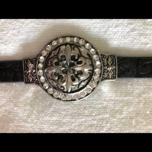 Black bracelet with Fleur de Lis on face